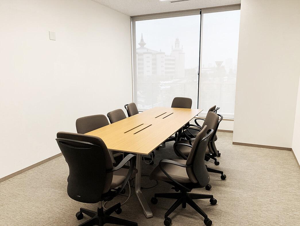 8人用会議室写真